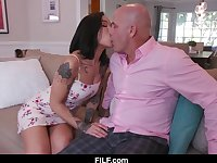 Lusty Babysitter Honey Gold Fucks Hot Dad