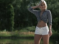 Full natural teen in shorts Nicole Brix gives a wonderful footjob and gets her muff nailed
