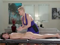 Wise mature lesbian finger fucks and licks lubed pussy of Emily Willis
