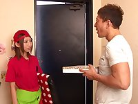Japanese pizza delivery girl Yui Yamashita fucked for her tip
