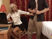 Homemade video of an mature dude getting pleased by Mia Moore